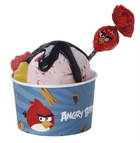 Punainen Lintu jaateloannos Vihaiset linnut pyrähtävät jäätelökioskille