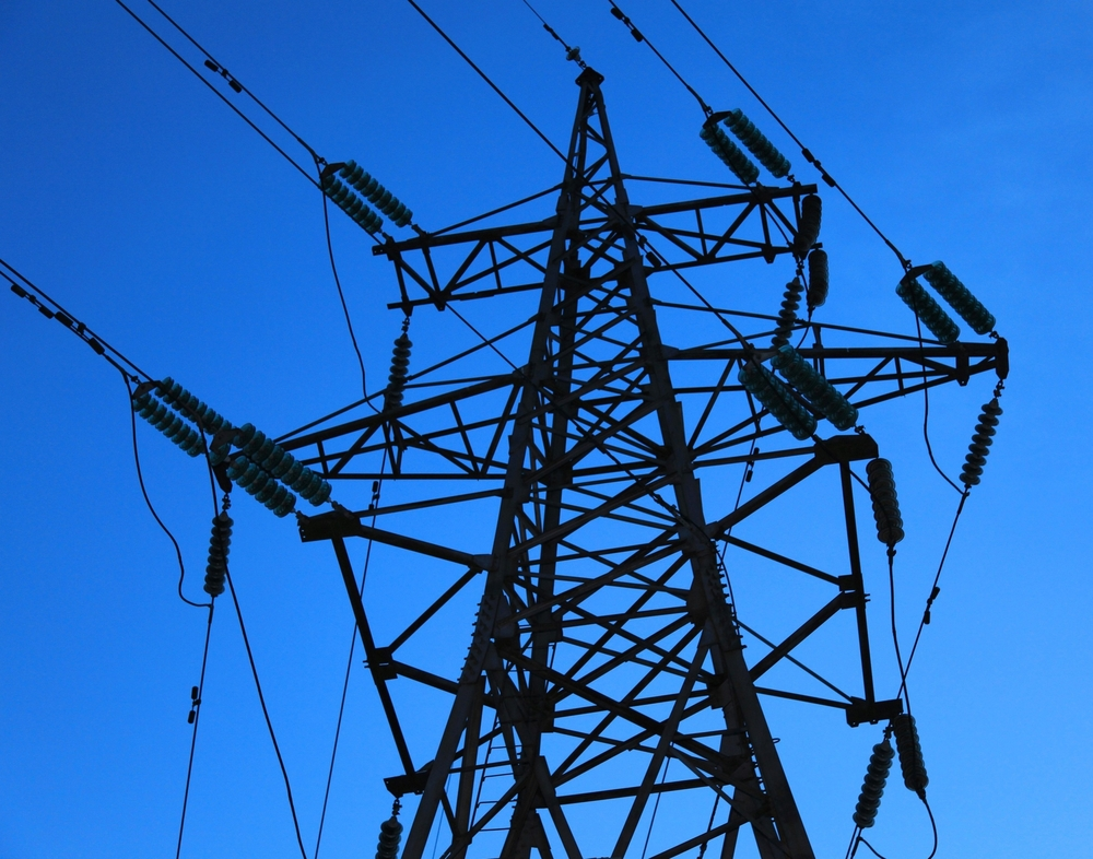 Electricity distribution Mies kiipesi suurjännitepylvääseen   Ohikulkija teki järkyttävän löydön