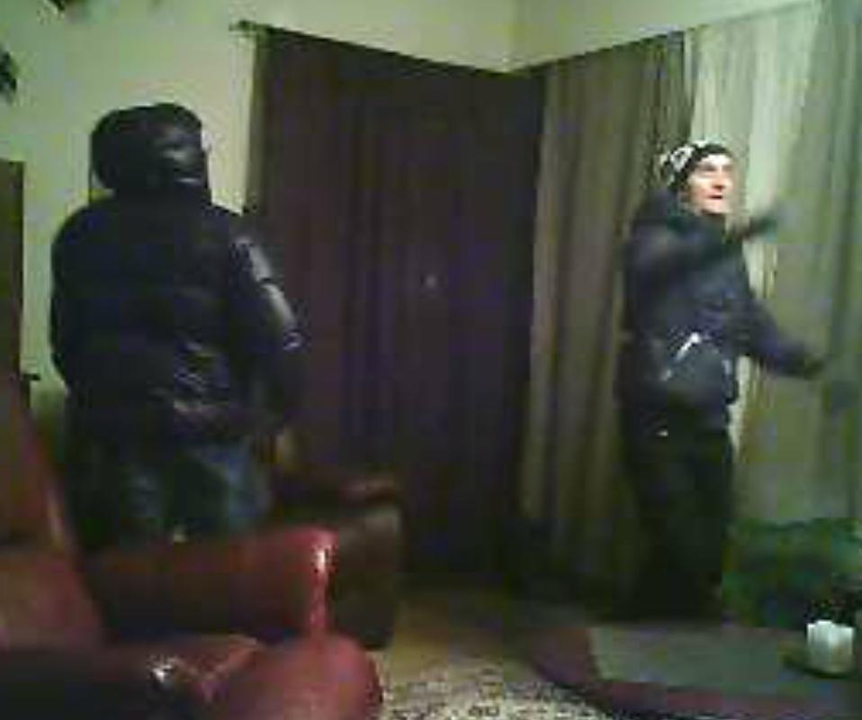 2 Poliisi julkaisi poikkeuksellisesti videon   Tunnetko nämä murtomiehet?