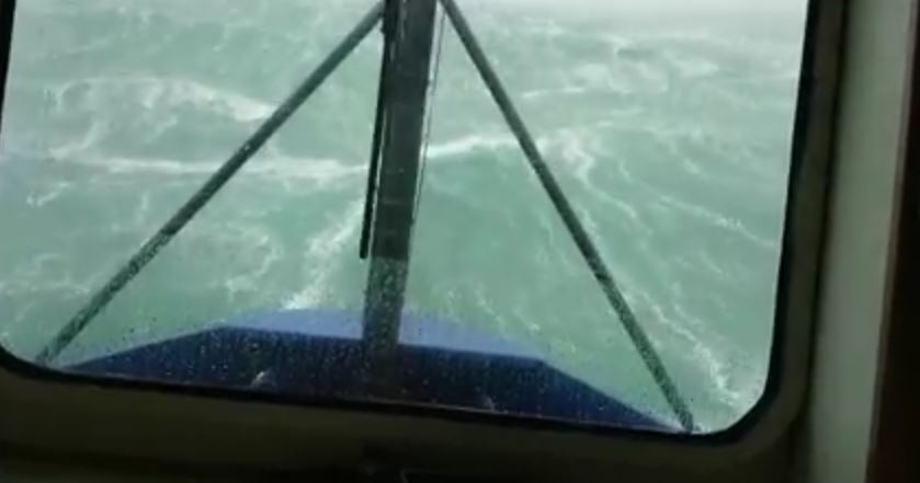 aallot Upea video   Laiva 17 metrisissä aalloissa