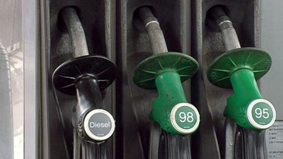 bensa+tankkaus+letkut+polttoaine+bensiini+huoltoasema Bensiinikauppiaitten sanoma: Meiltä on aina varastettu, joten meiltä pitää varastaa jatkossakin