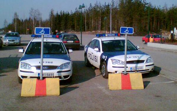 inva poliisi1 Vammaisten pysäköintipaikat kuuluvat vammaisille