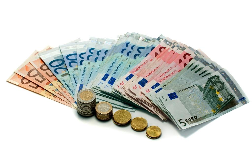 raha Kaupustelijat veivät vanhuksilta rahaa
