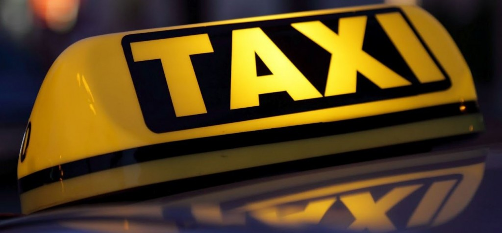 taxi 1024x476 Asiakas yritti ajaa taksikuskin päälle