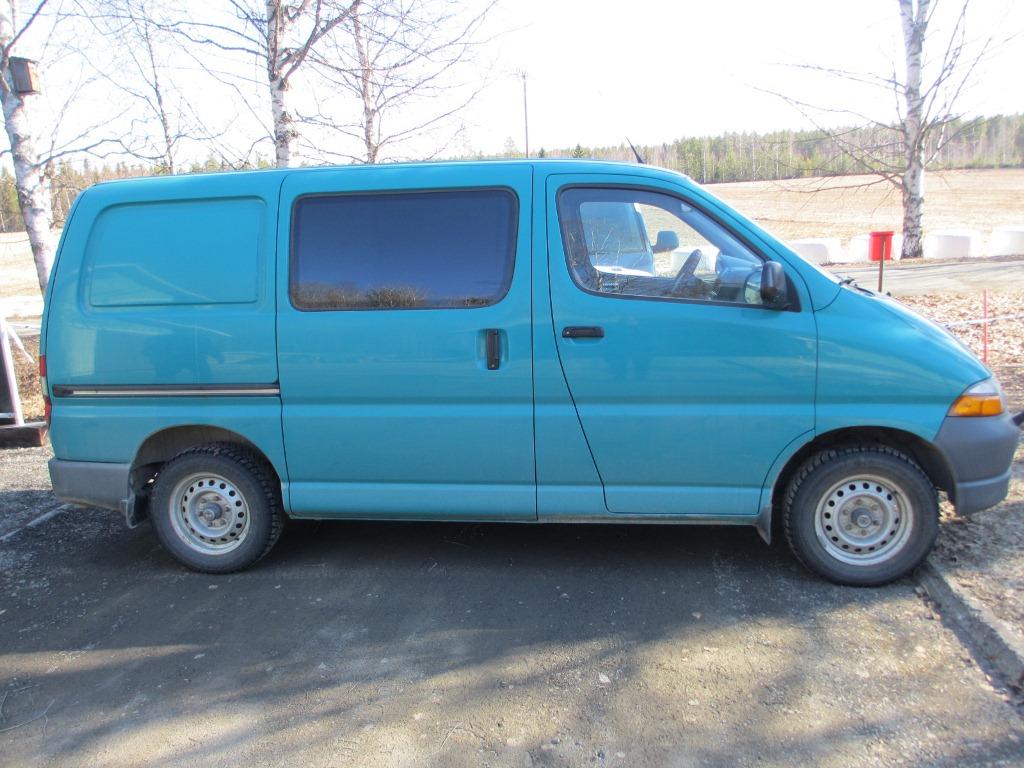 Toyota+Hiace+HYE 670 Poliisikoira löysi kadonneen   Pakettiautosta kaivataan yhä havaintoja