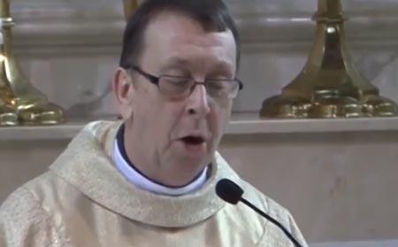 pappi10042014 Papilta mahtava esitys vihkimisessä – Vähemmästäkin kyynel silmäkulmaan
