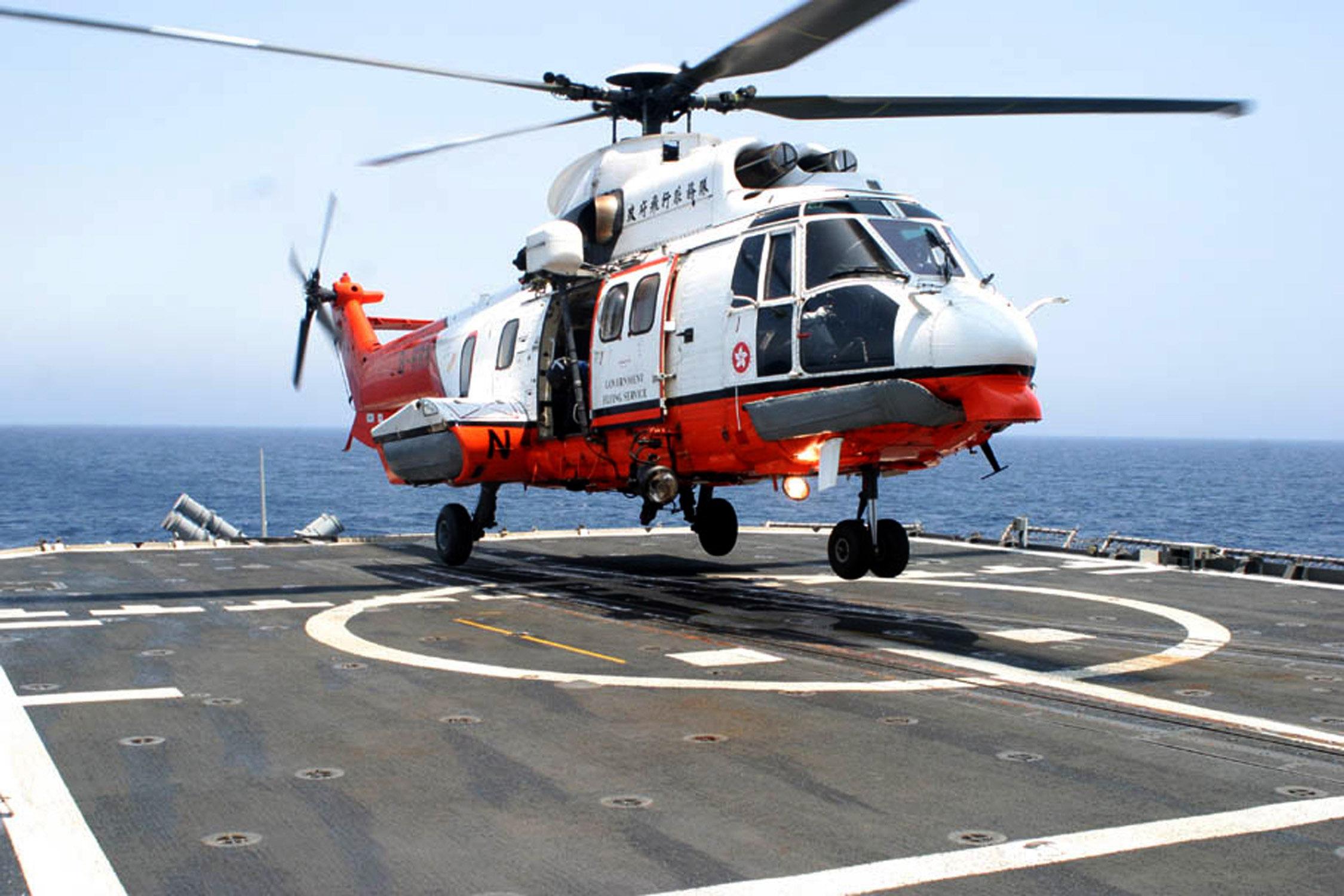 GFS Super Puma on USS Mobile Bay1 Humalaisen päähänpisto aiheutti jättihälytyksen maalla, merellä ja ilmassa