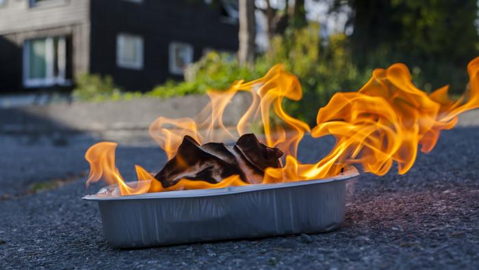 palo Pihallasi on salakavala aikapommi   Voivat syttyä palamaan itsekseen