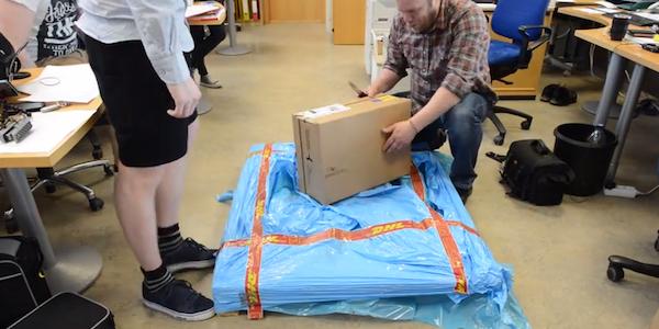 DHL elite daily 600x300 Mies tilasi uuden laturin – Tämän DHL kantoi ovelle
