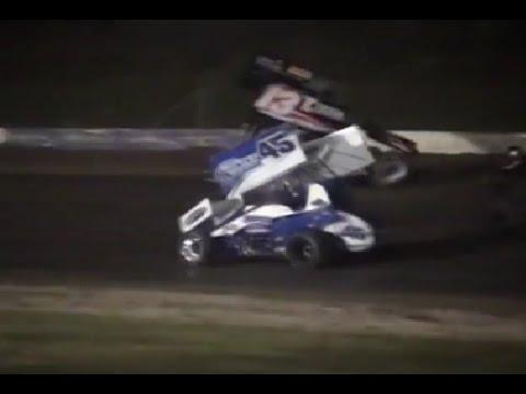 0 Raivostunut 20 vuotias autourheilija ryntäsi radalle   NASCAR mestari ajoi yli kohtalokkaasti