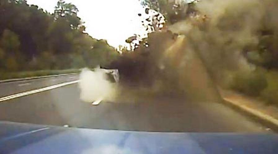 ohjus Lada miehen kauhunhetket videolle   Ohjus iskeytyy auton eteen
