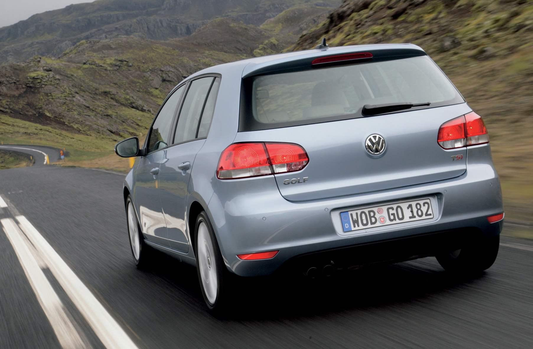 vw golf switzerland 2009 Vanhempi unohti lapsen päiväksi autoon   Löytyi kuolleena