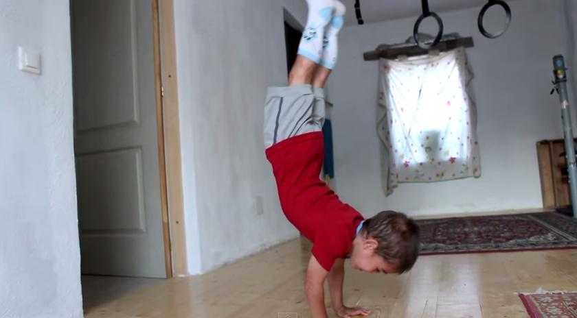 5 Year Old Boy Does 90 Degree Push Ups Wau miten upeasti pikkupoika punnertaa