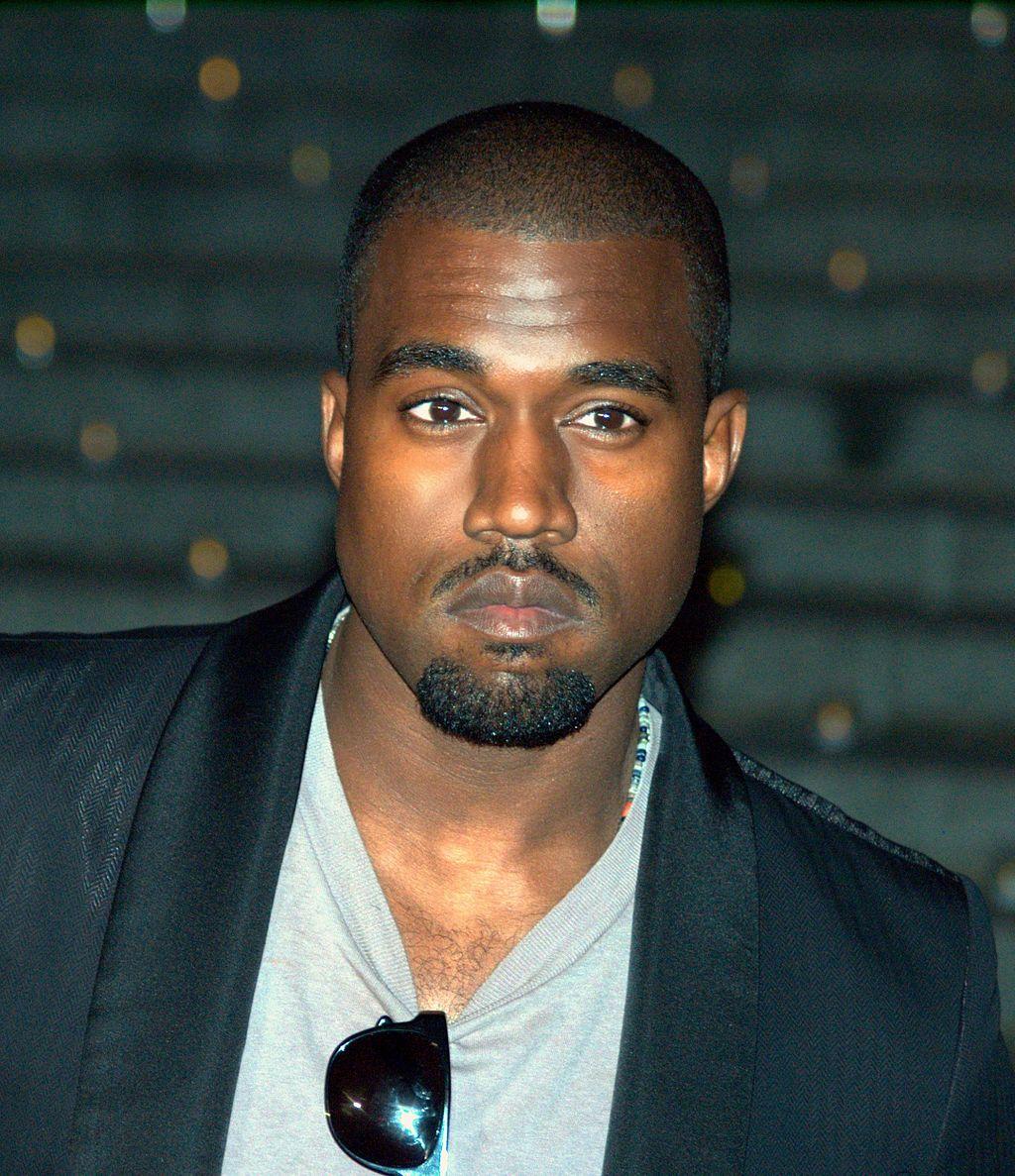 Kanye West at the 2009 Tribeca Film Festival Räppäri vaati pyörätuolissa istuvaa nousemaan ylös   En jatka konserttia ennen kuin nouset ylös