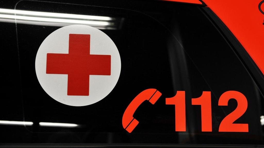 ambulanssi poliisi ha ta numero rikos onnettomuus 112 Auto syöksyi ihmisten päälle Helsingissä   Useita loukkaantui