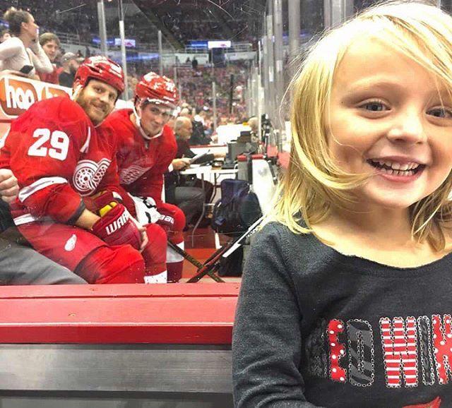 14498964 1381107181918130 3156602530775957504 n Jäähyllä istuneet NHL tähdet yllättivät pikkutytön upealla tavalla