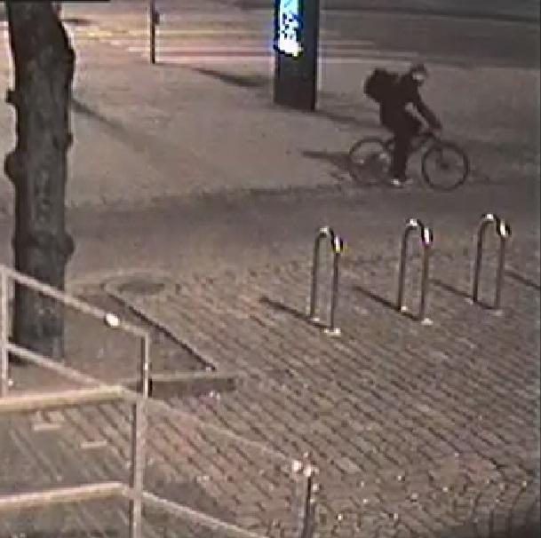 58066 Valvontakameran kuva epaillysta Tunnistatko tämän miehen?   Poliisi epäilee: Yritti polttaa teltan, jossa oli 12 ihmistä